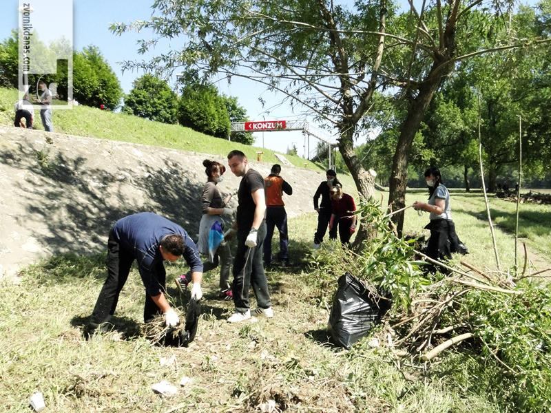 """Photo of Mladi podržavaju akciju """"April – mjesec čistoće"""""""