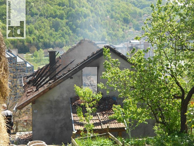 Photo of Na Bairu izgorila kuća višečlane porodice: Pomoć neophodna