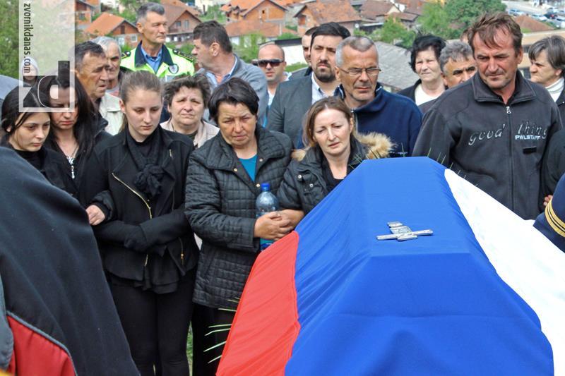 Photo of Sahranjen Dragan Đurić! Dan žalosti u Srpskoj  (uživo)