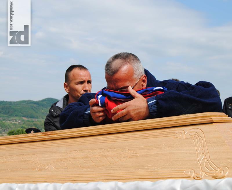 Photo of Dragan Đurić sahranjen uz najveće policijske počasti (foto)