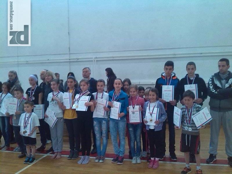 Photo of Učenici iz Roćevića uspješni na regionalnom takmičenju iz gimnastike