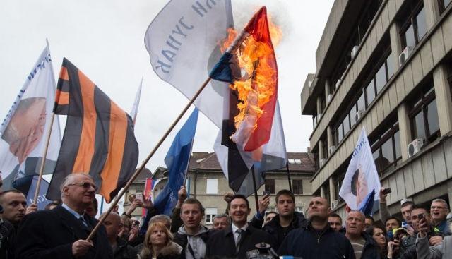 Paljenje zastave biće sankcionisano