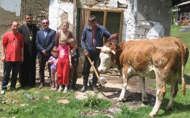 Humanost u Milićima: Srbin iz Australije donirao kravu