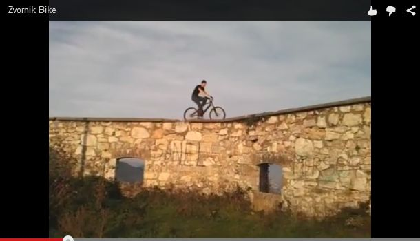 Photo of NEVJEROVATNA HRABROST I VJEŠTINA: Vozio bicikl po zidinama Đurđevgrada (video)