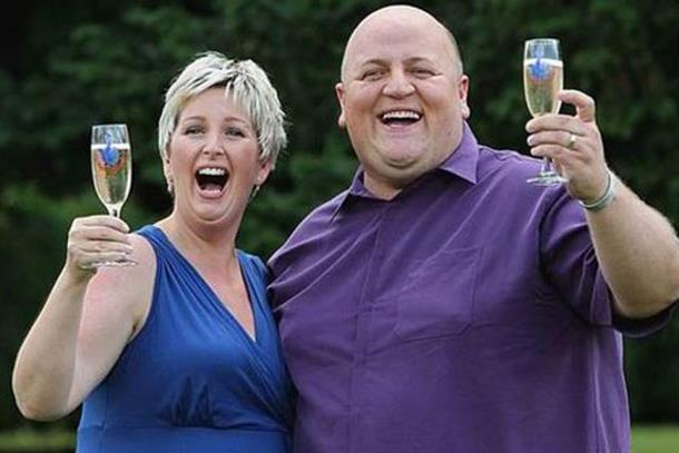 Photo of Nakon što su osvojili loto bračni par se razveo: Muž uložio milione u novu djevojku