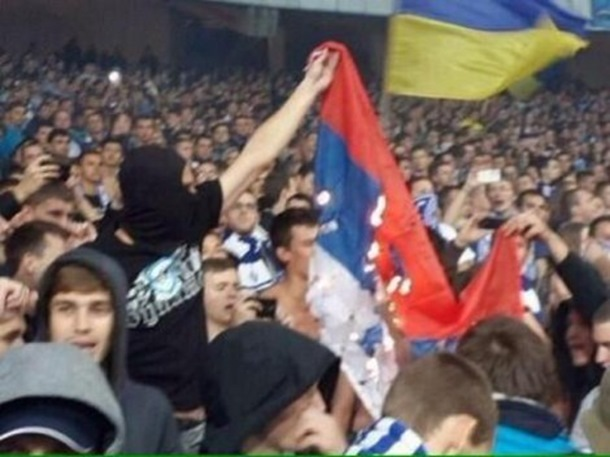 ZASTAVA U PLAMENU: Navijači Dnjepra jednim potezom uvrijedili i Srbe i Ruse