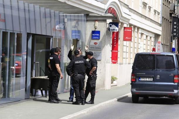Photo of Velika policijska akcija u Sarajevu: Uhapšene tri osobe