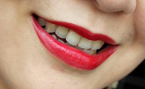 Kako da ruž na usnama potraje duže