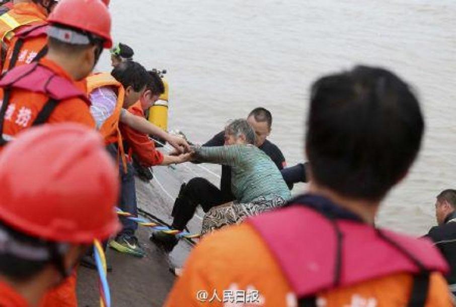 Photo of Potonuo brod sa 450 ljudi