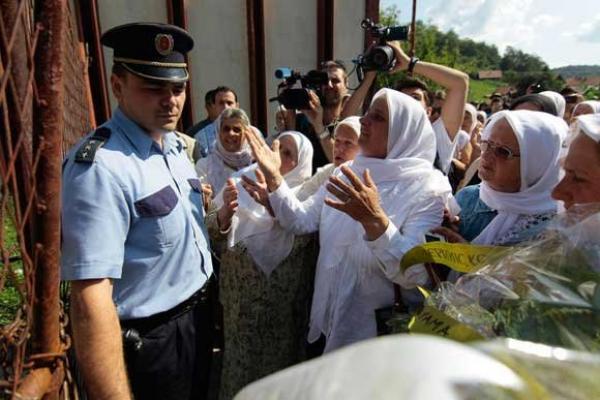"Photo of ""Majke Srebrenice"" politički motivisane"