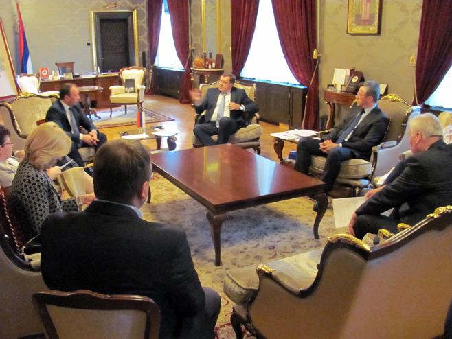 Photo of Dodik: Parlament da donese odluku o referendumu