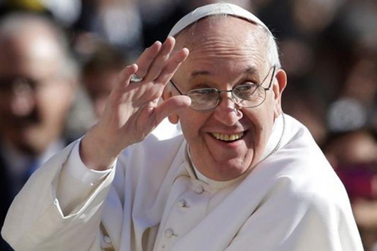 Papa tražio da žvaće listove koke