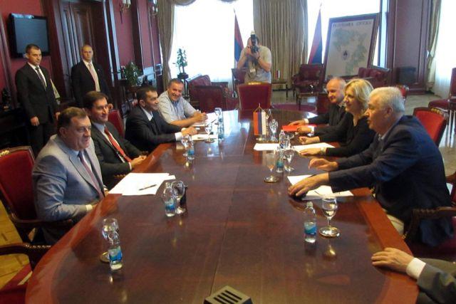 Photo of Vladajuća koalicija u Srpskoj ne prihvata rezoluciju o Srebrenici