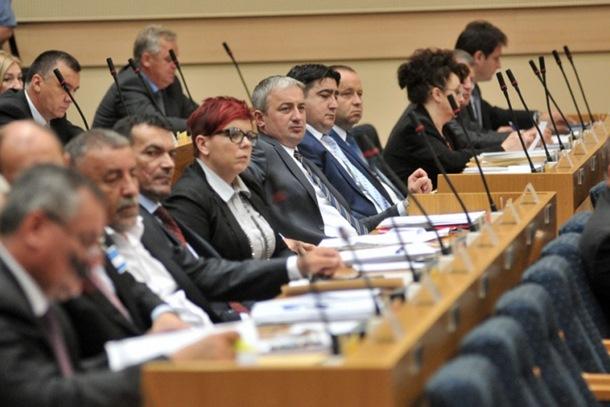 Photo of Opozicija najavila vanparlamentarnu borbu