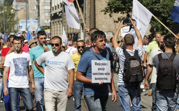 Photo of Hiljade radnika na protestu u Sarajevu