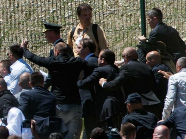 Photo of Vučić napadnut nakon komemorativnog skupa u Potočarima (foto/video)