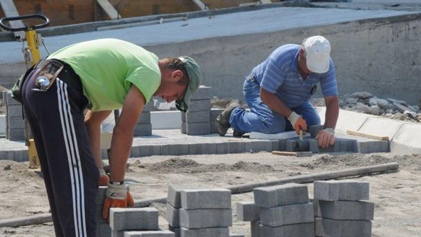 Radnici gore na suncu, inspekciji vezane ruke