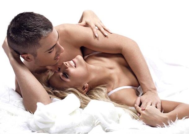 7 rečenica koje svaki muškarac želi da čuje u krevetu