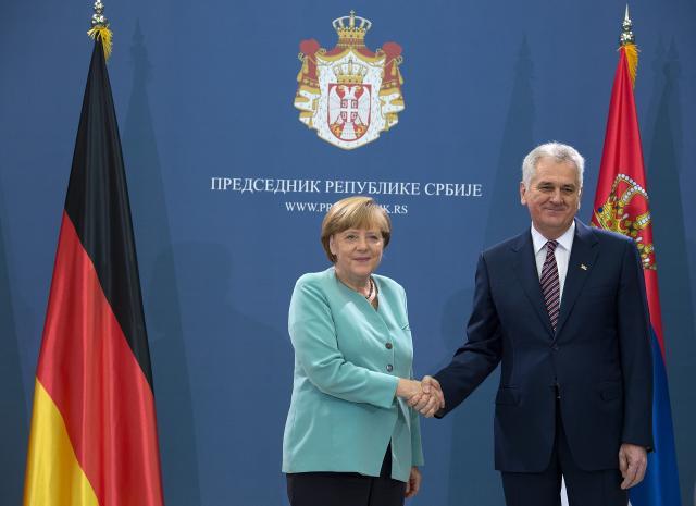 Photo of Merkel: Opasnost da islamski ektremisti utiču na muslimane u BiH