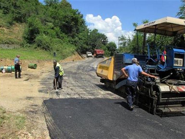 Photo of Počelo asfaltiranje dionice regionalnog puta Srebrenica – Zeleni Jadar (foto)
