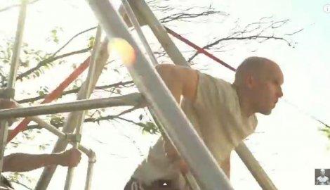 Photo of Britanski gimnastičar preskočio kuću ruskom ljuljaškom (video)