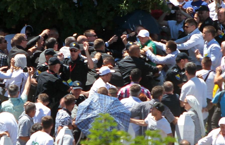 Photo of Svjetski mediji o napadu na Vučića