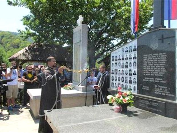 Photo of Služen parastos za 69 Srba poginulih na Petrovdan (foto)