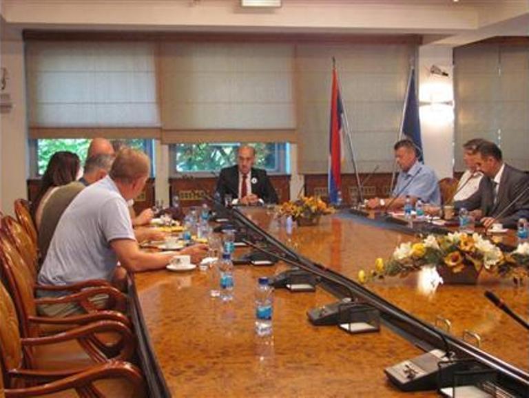 Photo of Visoki predstavnik da poništi odluku o raspisivanju referenduma