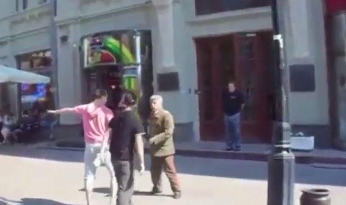 Photo of Tukli se Staljin i Lenjin usred Moskve (video)