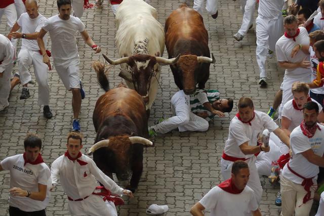 Photo of Povrijeđeno 11 ljudi tokom trke sa bikovima u Pamploni (foto)
