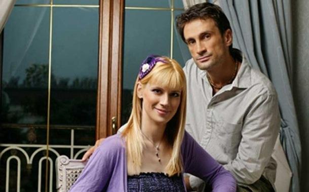 Glumicu Minu Lazarević pretukao suprug