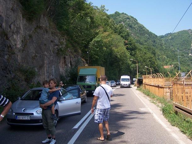 Photo of Nakon saobraćajne nesreće kod Diviča, kamion sletio prema Zvorničkom jezeru