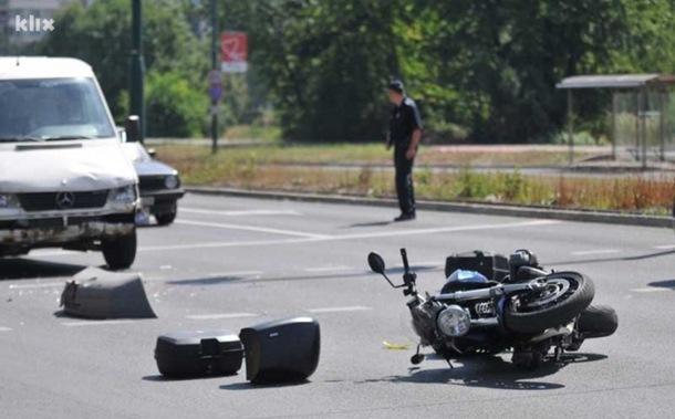 Photo of Motociklista udario u traktor i zadobio povrede