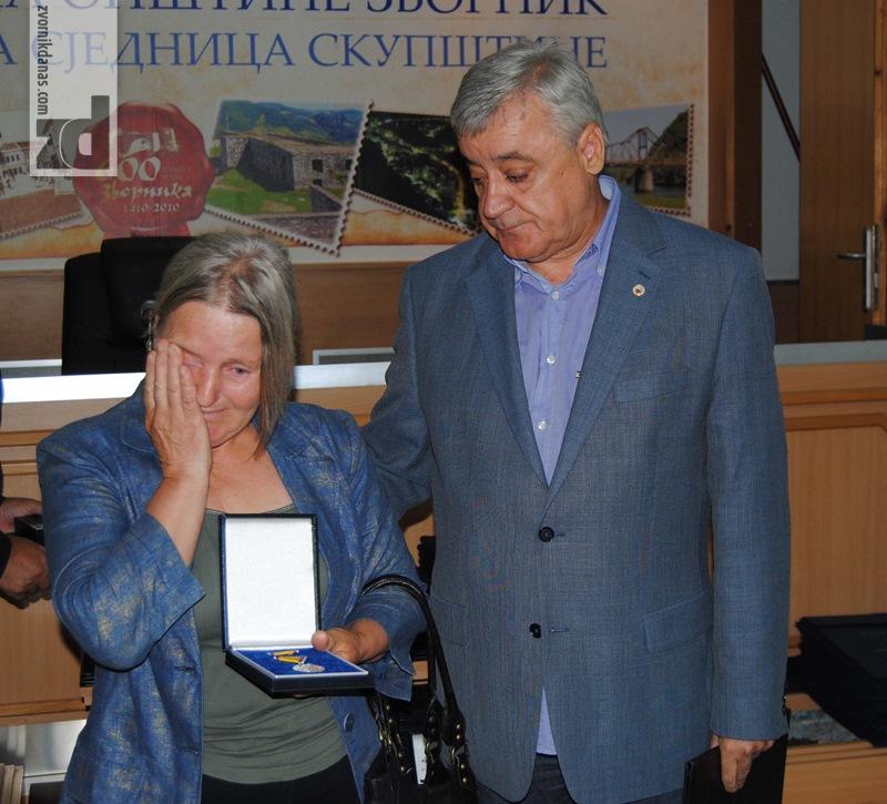 Photo of General Savčić uručio odlikovanja porodicama 35 poginulih boraca