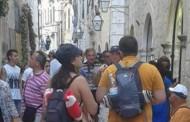 Turistkinja u tangama jako razljutila Dubrovčane (foto)