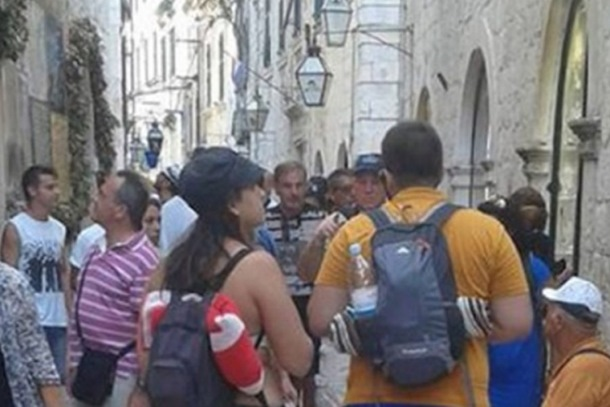Photo of Turistkinja u tangama jako razljutila Dubrovčane (foto)