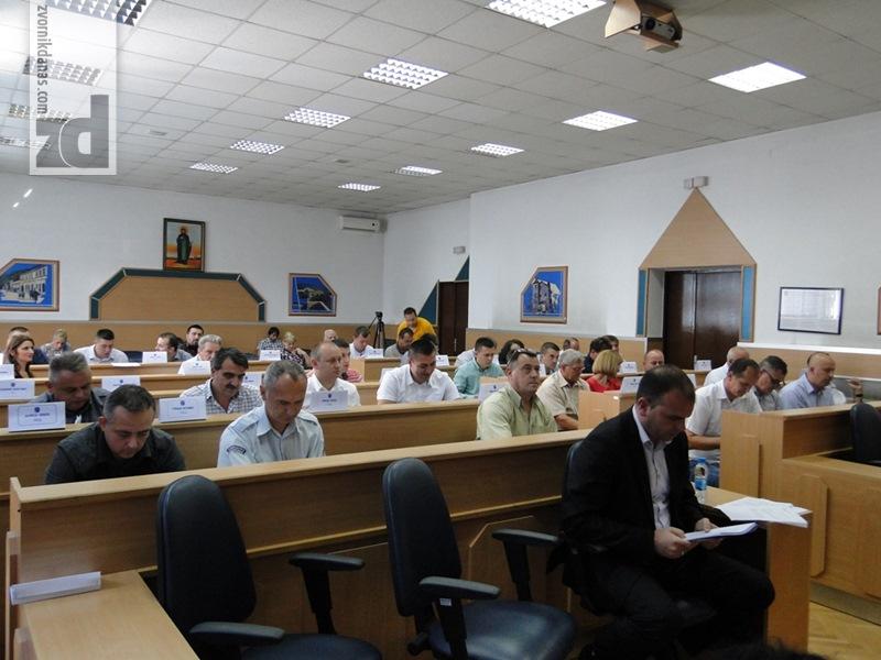 Photo of Sjednica SO Zvornik: U opštinskom budžetu za šest mjeseci ostvaren suficit