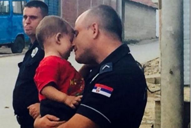 Photo of Cijela Evropa šeruje srpskog policajca (foto)