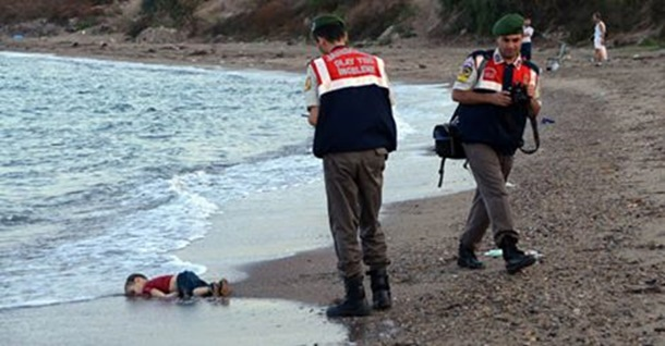 Photo of SLIKA KOJA JE POTRESLA SVIJET: Dječak se utopio na putu u slobodu