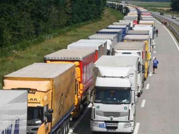 Haos na granici: Kamiondžije prijete blokadom i prelaza Šid - Tovarnik