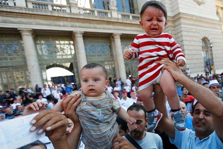 Mađarska: Željeznička stanica otvorena za izbjeglice, vozovi ne idu