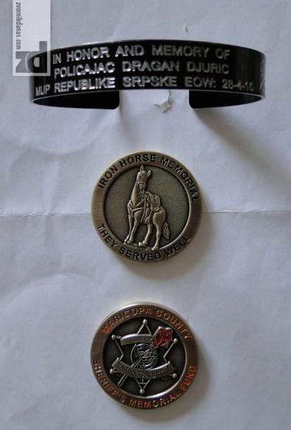 Narukvica i medaljoni koje poslao Malast