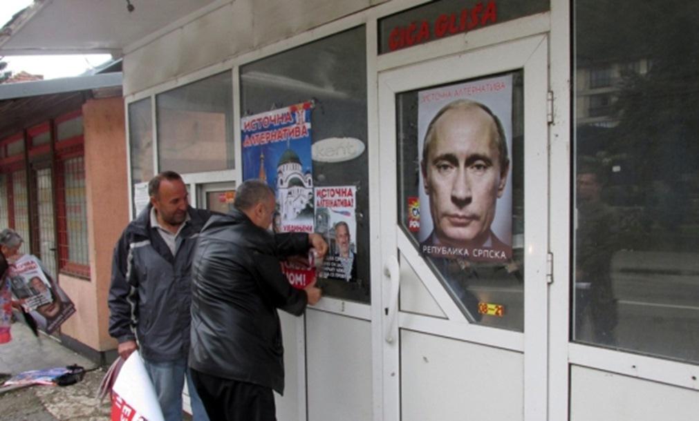 Plakati sa likom Vladimira Putina u Srebrenici