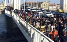 Pobuna izbjeglica: Probili ogradu, idu pješke u Beč i uzvikuju »Njemačka, Njemačka«