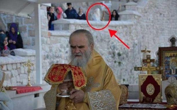 Novo čudo u manastiru Ostrog: U sred liturgije se pojavio lik Svetog Vasilija