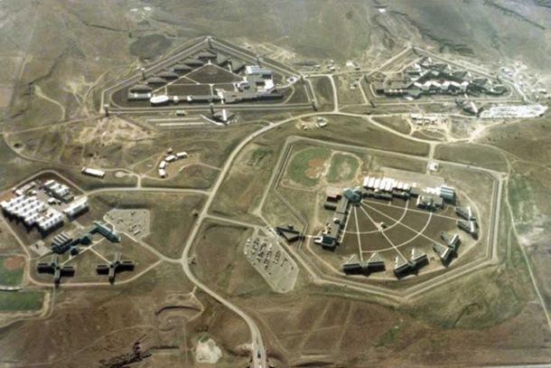Photo of Pogledajte zatvor u kojem žive najgori od najgorih (foto)