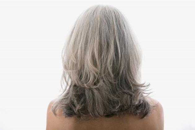 Magična ljuska krompira vraća sijedoj kosi boju