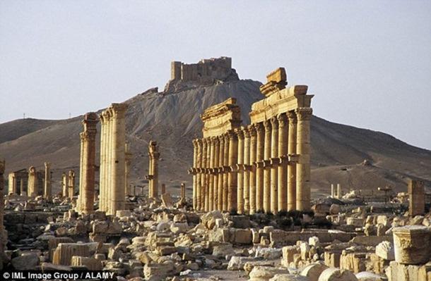 Photo of Islamska država uništila Trijumfalnu kapiju u Palmiri (foto)