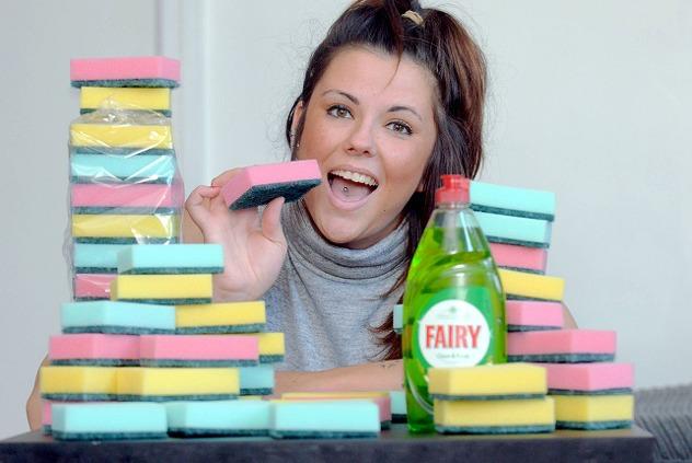 Photo of Britanka dnevno pojede 20 spužvi za pranje suđa