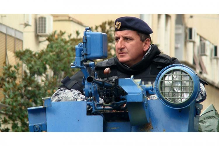 Haos u Crnoj Gori, policija razbila demonstrante (video)